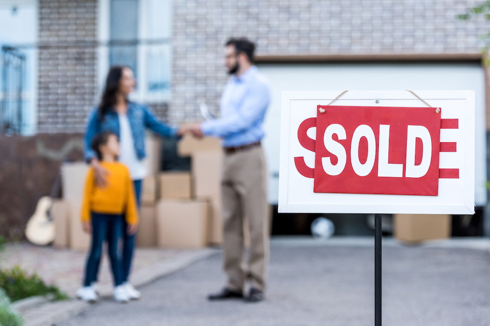realtor making deal with single mother